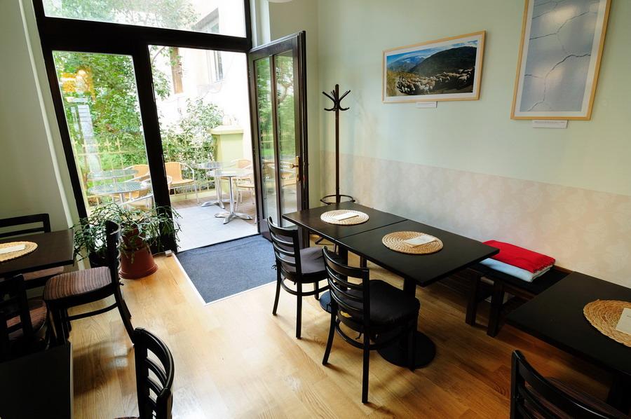 kavárna Bio zahrada - interiér