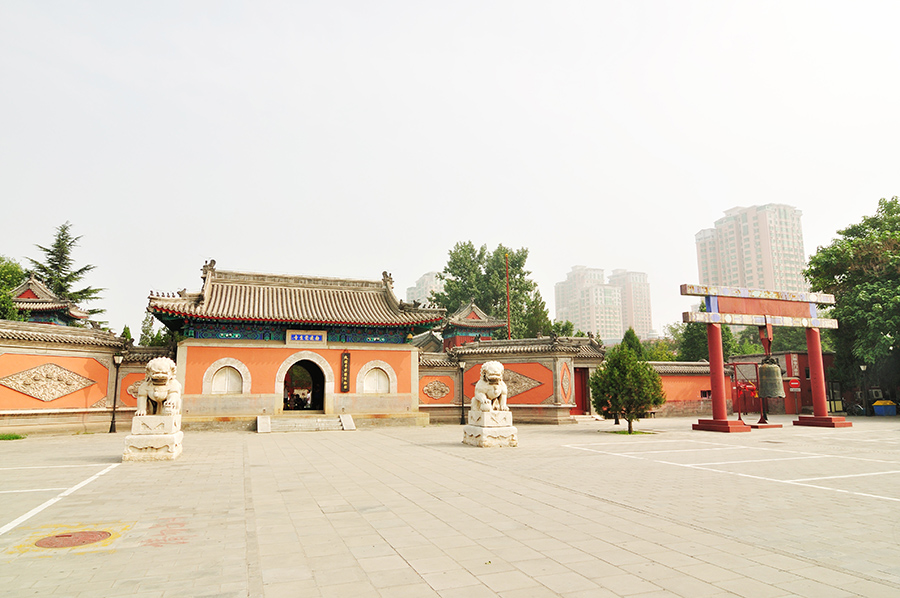 china-beijing-bell-temple-and-surroundings-001