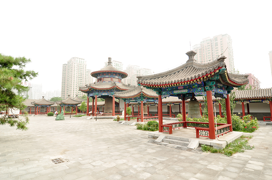 china-beijing-bell-temple-and-surroundings-005