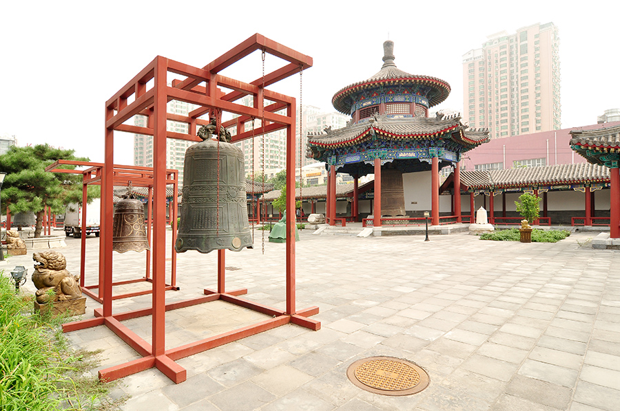 china-beijing-bell-temple-and-surroundings-007