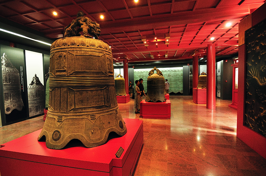 china-beijing-bell-temple-and-surroundings-011