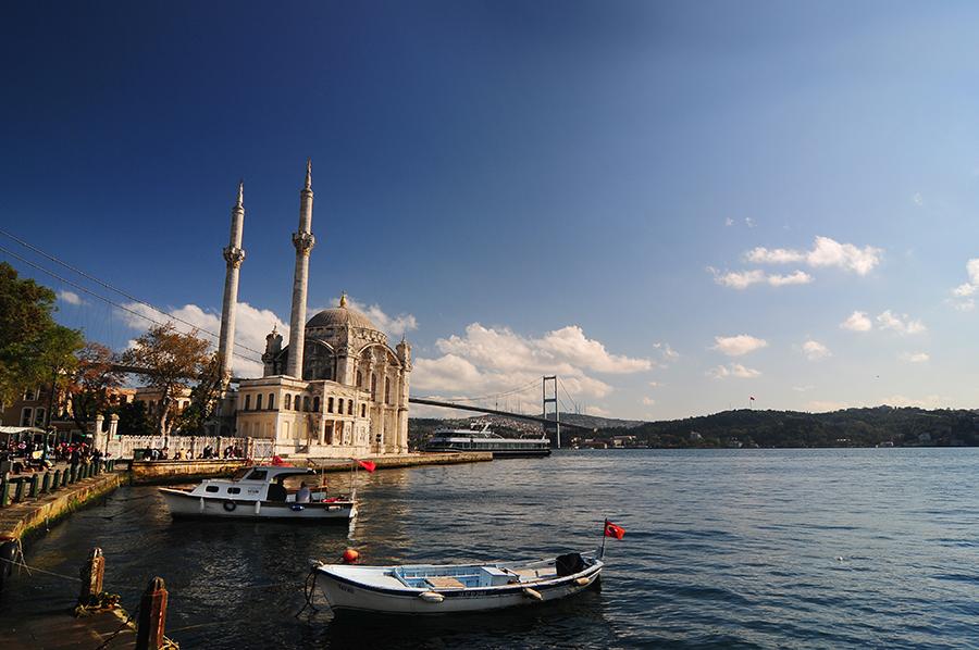 Ortakoiská mešita / Ortaköy Camii