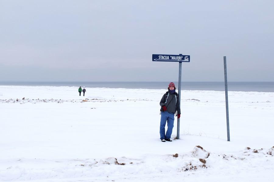 Pláž je neuvěřitelně dlouhá, ale vždy víte, kde se zhruba nacházíte - díky ukazatelům na jednotlivé vlakové zastávky.