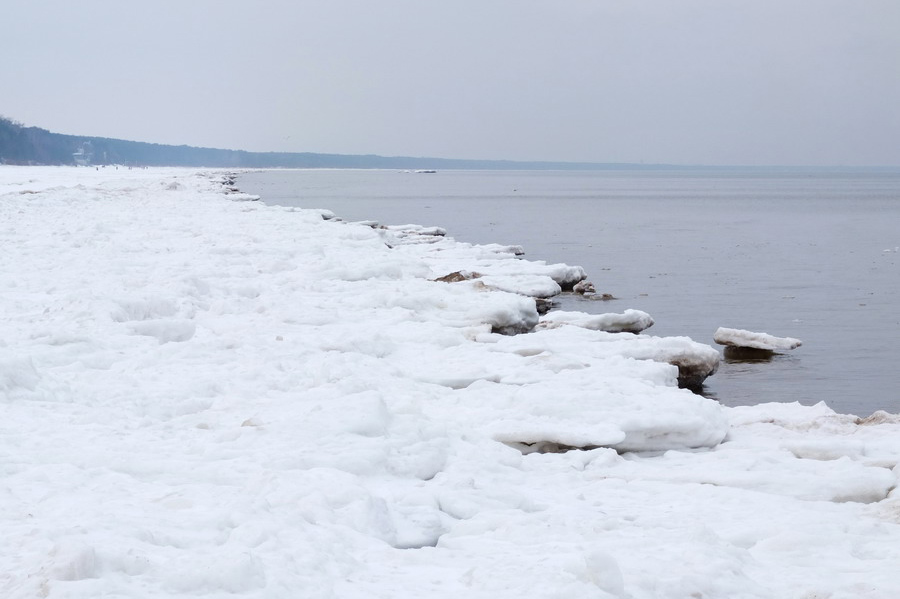 Moře žel zamrzlé touto dobou nebylo, ale i tak pláže měly svou jedinečnou atmosféru.