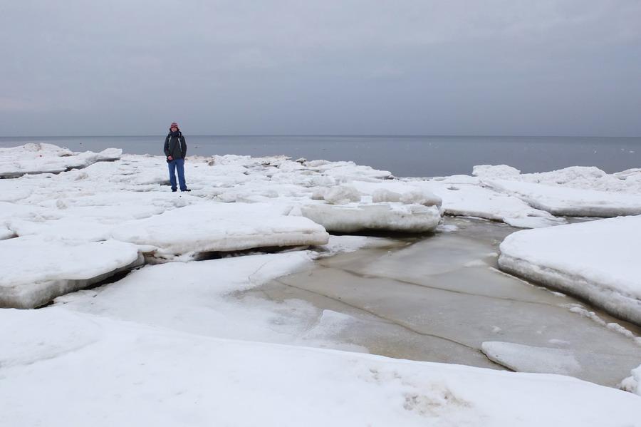 Opatrně v těchto místech, led není vždy tak pevný jak vypadá :)