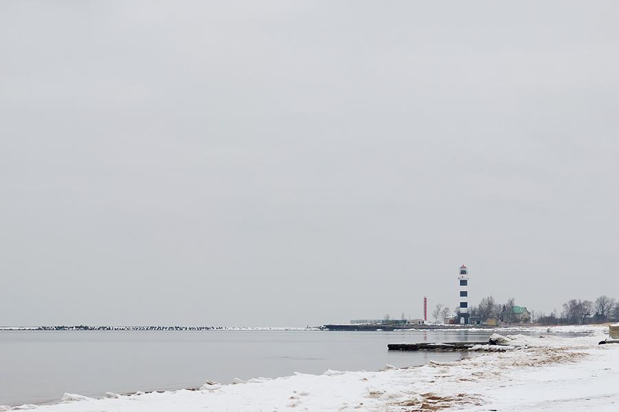 Pohled směrem k ústí Daugavy, doleva vybíhá kilometrová hráz.