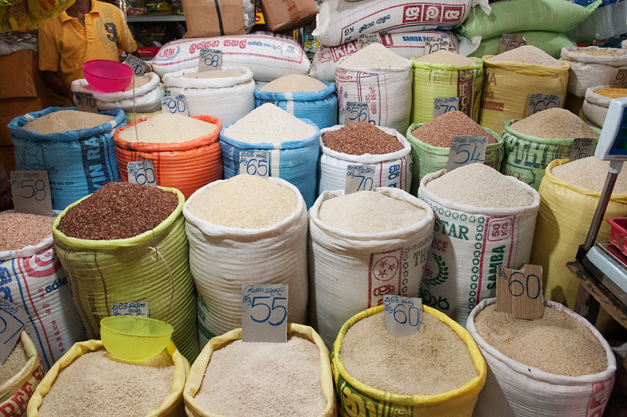 Cenovky jsou vidět zřídkakdy, zpravidla jen ve velmi konkurenčním prostředí, jako jsou velké trhy. Zde výběr z mnoha druhů rýže.