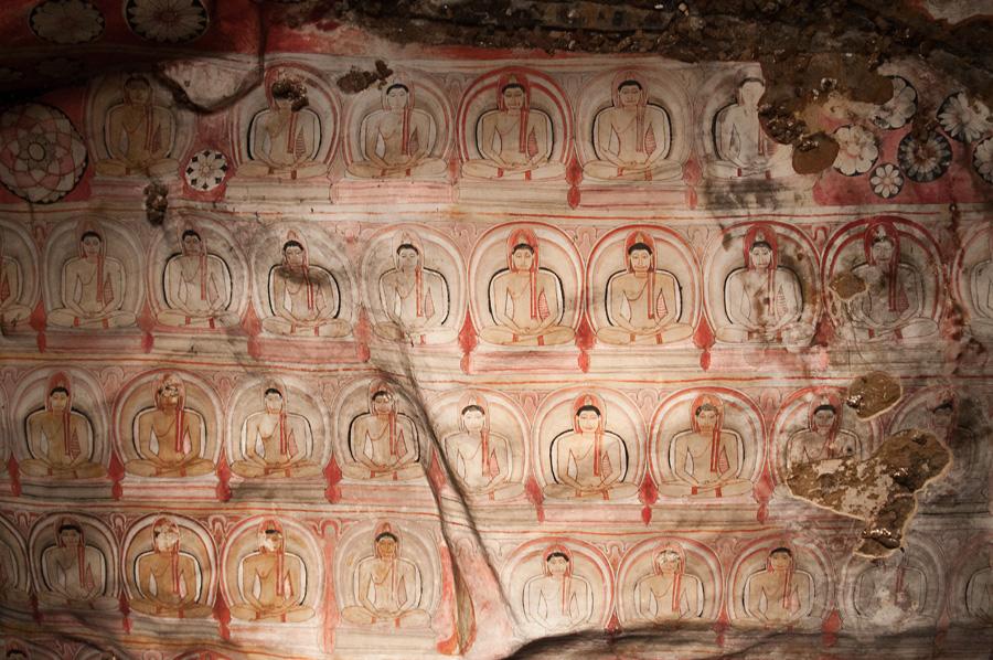 Nástěnné malby v jeskynním chrámu v Dambulle.