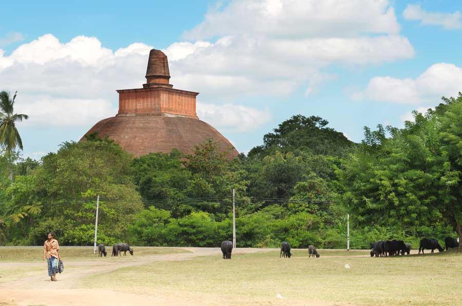 Anuradhapura, Abhayagiri dagoba, založená v 2. stol. př. n. l.
