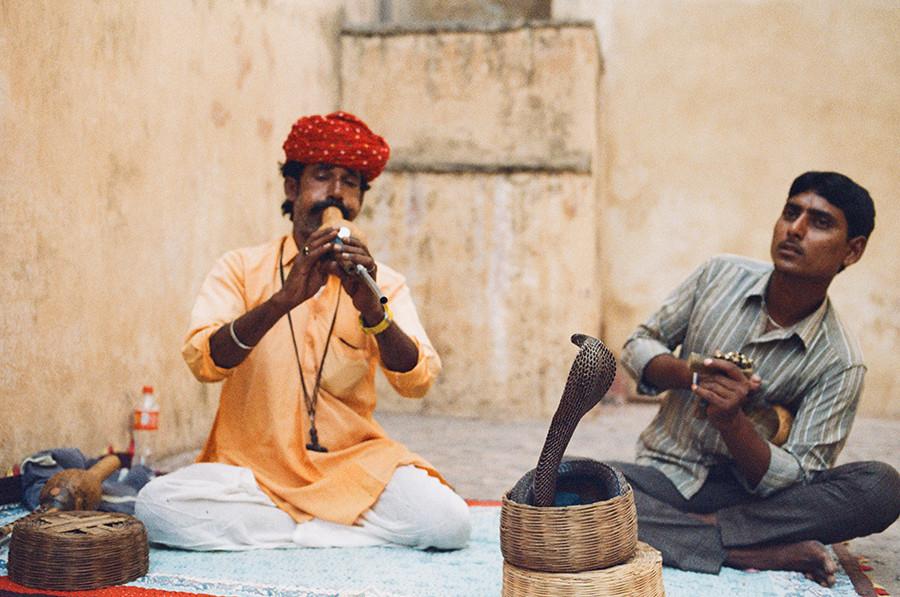 Indie, Jaipur - fakíři v Amer Fort
