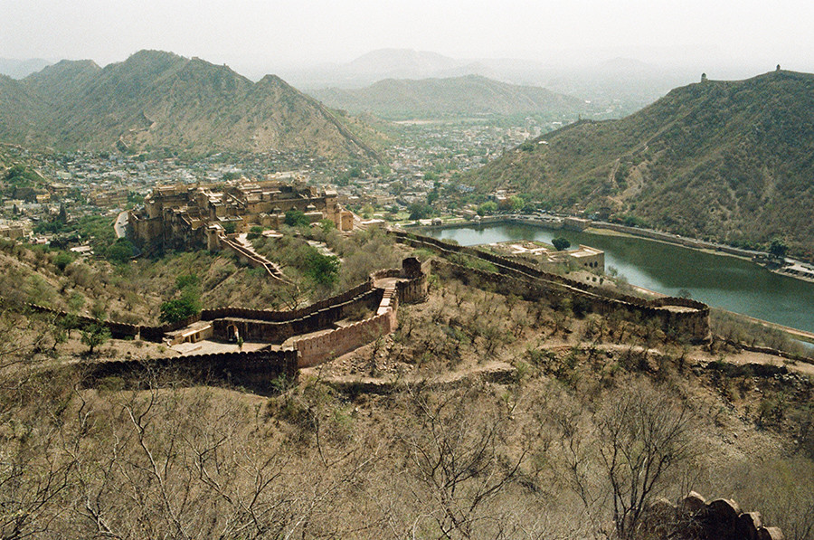 Indie, Jaipur - pohled z Jaigarh Fort
