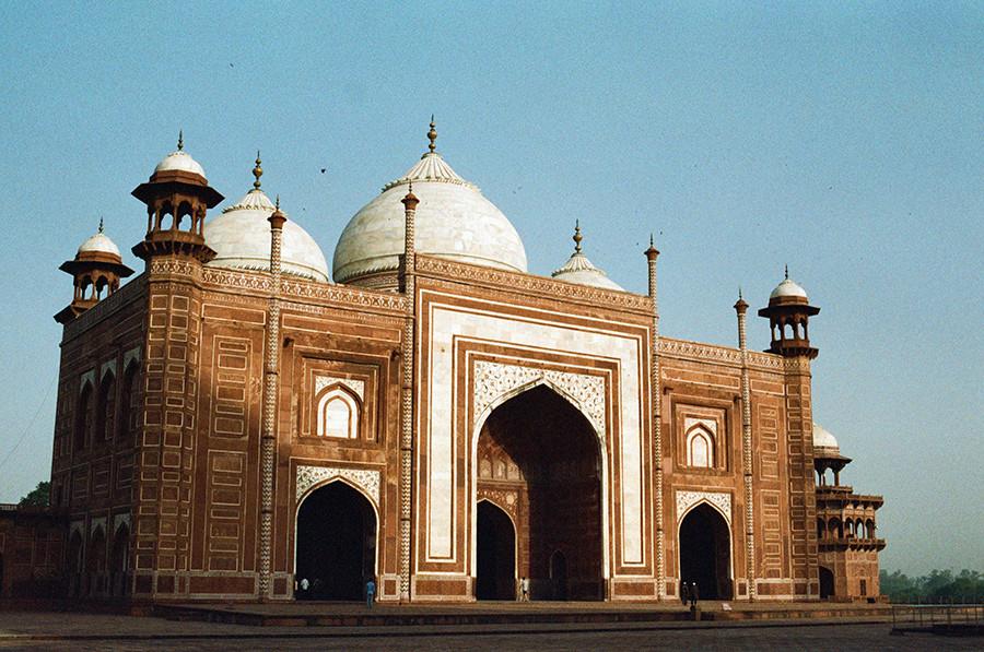 Mešita v raeálu Taj Mahalu - Agra, Uttarpradéš, Indie
