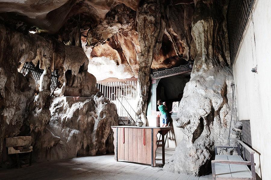 Uvnitř skalního chrámu, Ipoh, Malajsie