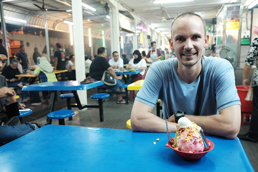 Zmrzlina na večerním trhu, Ipoh, Malajsie