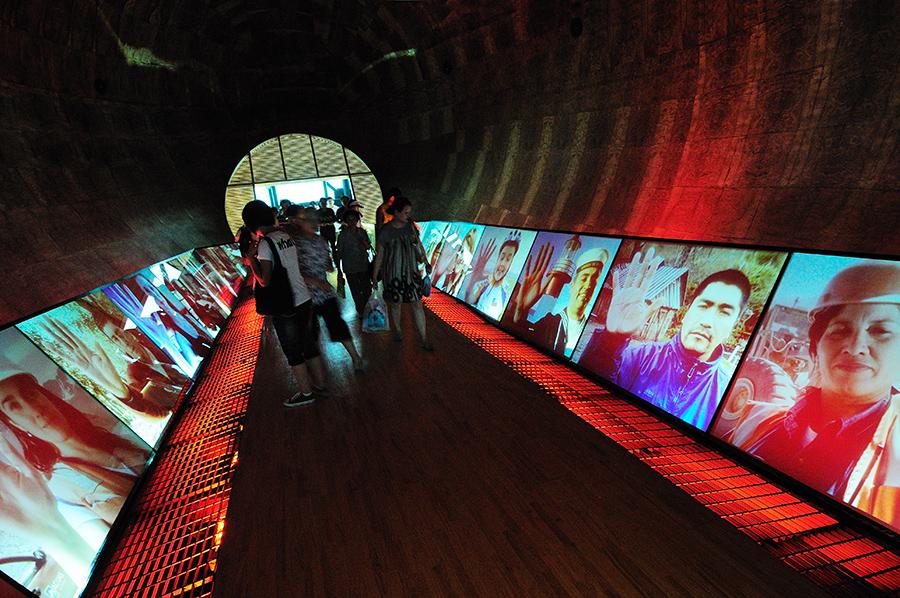 Projekce v různých pavilonech byly k vidění v různých formách.