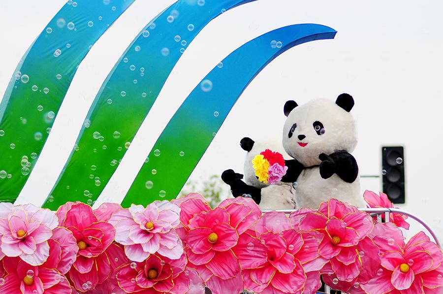 Pandy provázely spousty mýdlových bublinek.