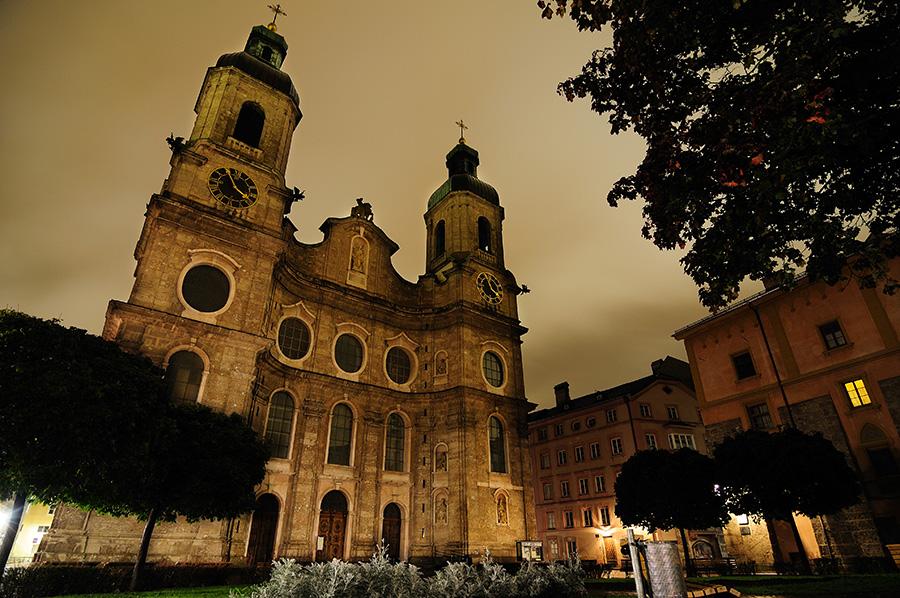 Innsbruck, noční město.