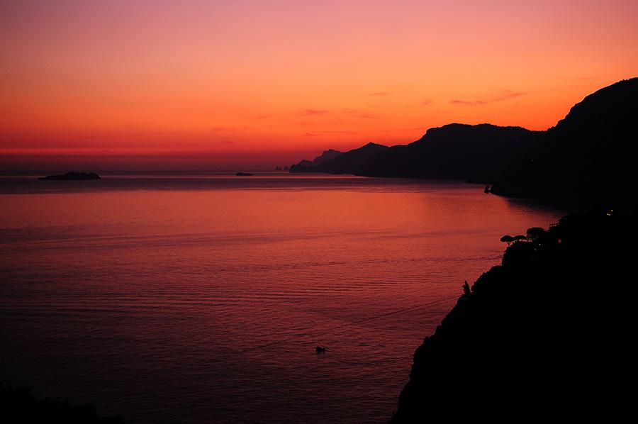 Positano, Itálie - západ slunce cestou zpět, kvůli kterému stálo za to zastavit.