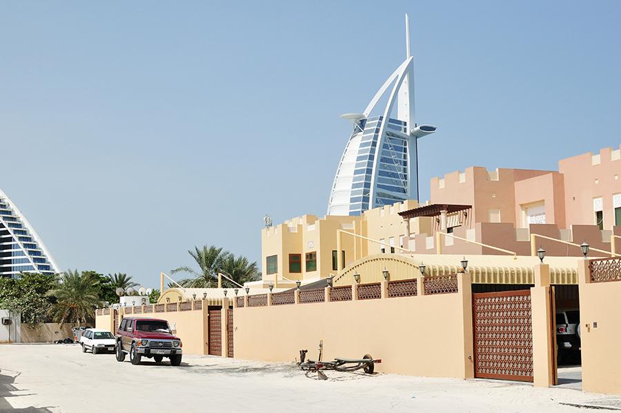 Škoda, že Burj Al Arab není lépe přístupná, výhled na ní je neustále krytý zástavbou, stromy nebo ploty...