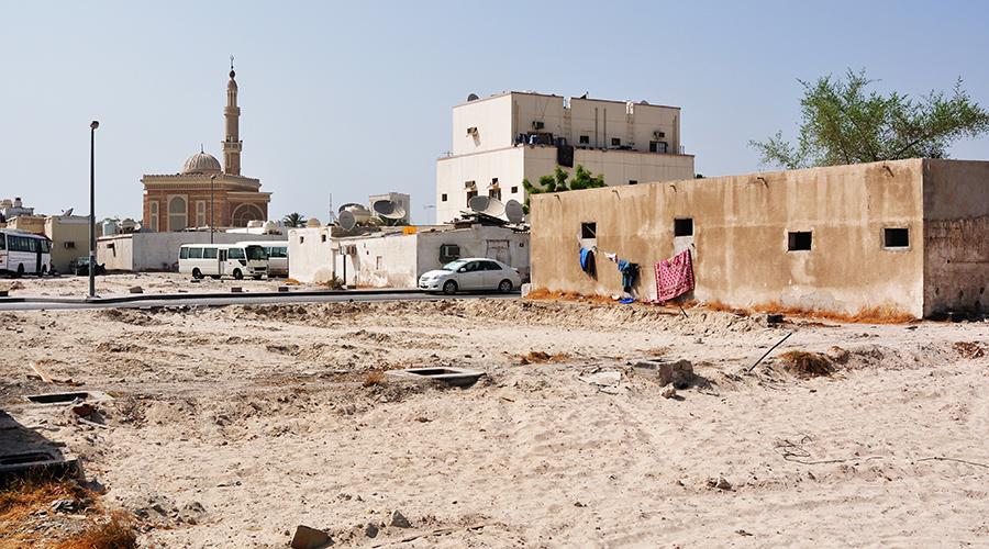 Pár metrů mimo hlavní třídu: chodníky zmizely, kultura a životní úroveň také doznala značných změn.