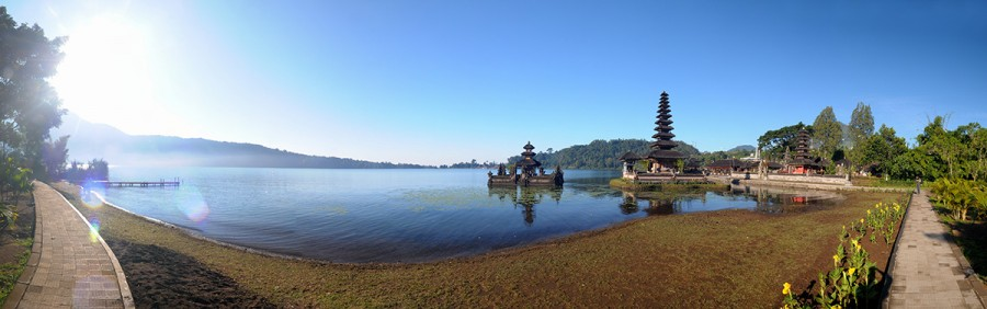 Chrám Pura Bratan na jezeře Bratan, Bali.