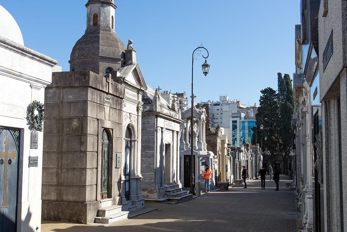 hřbitov opět připomíná ty pařížské