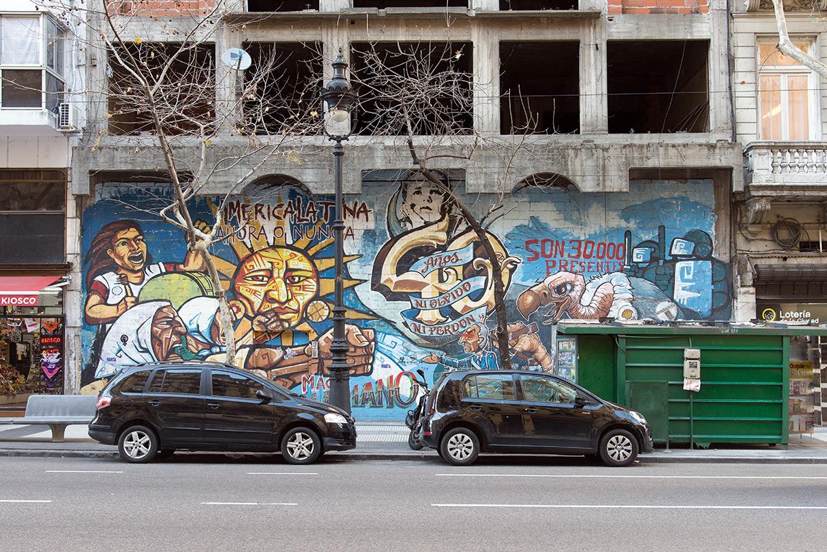 grafitti na rozestavěném domu, Buenos Aires, Argentina