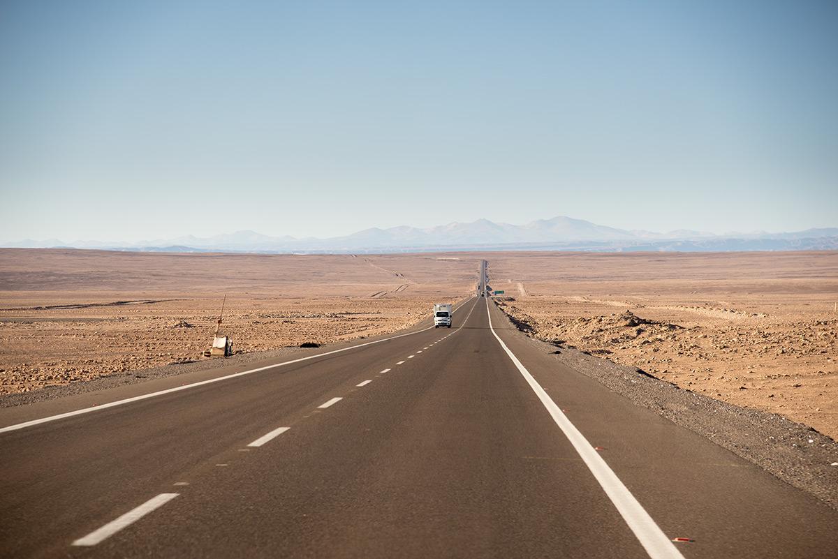 nekonečné cesty vedou napříč náhorní plošinou