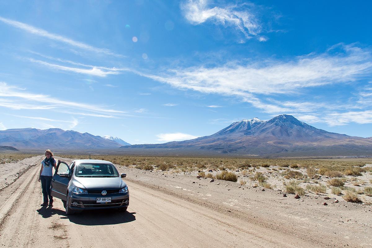 s malým autem na nekonečném Altiplanu